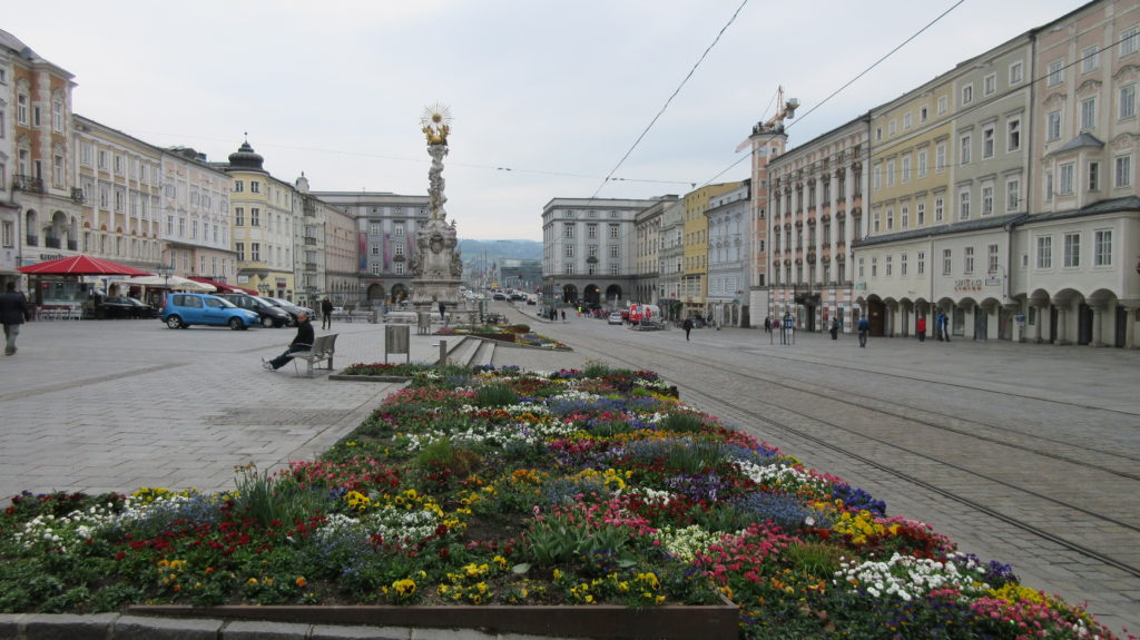 I wish every town in the world had a main square full of colourful flowers like this one in Linz