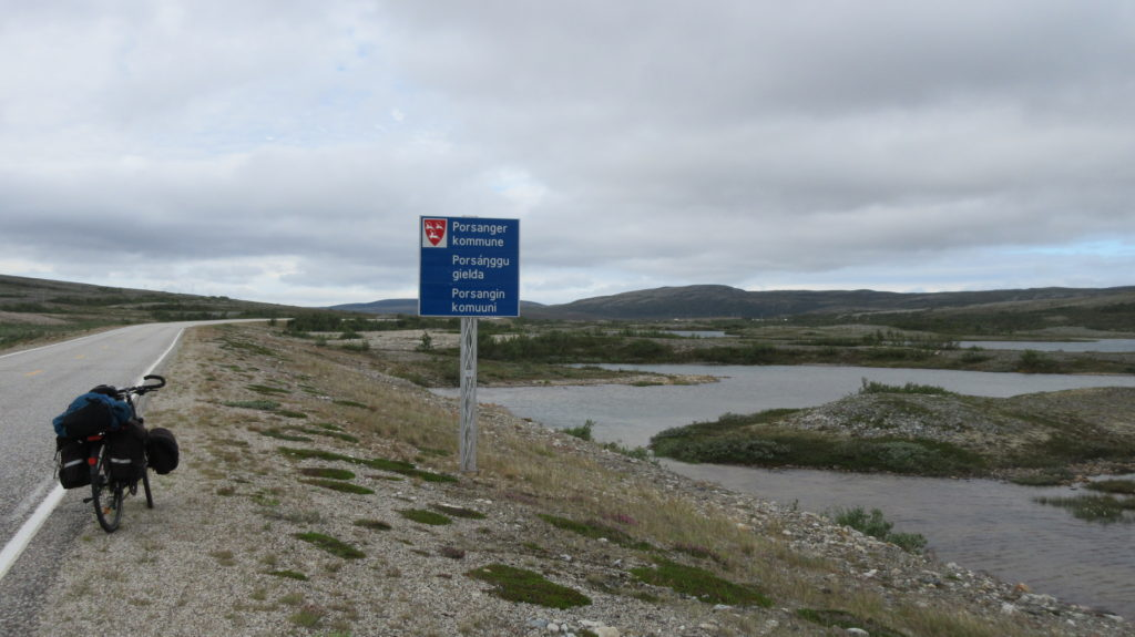 Entering the three-language municipality of Porsanger: Norwegian, Sámi and Kven