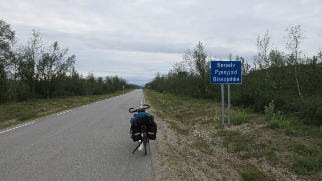 Reaching the village of three names: Børselv (Norvegian), Pyssyjoki (Kven), Bissojohka (Sámi)