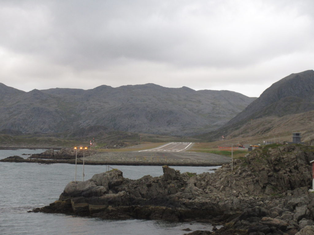 A really short landing strip for the airport in Honningsvåg