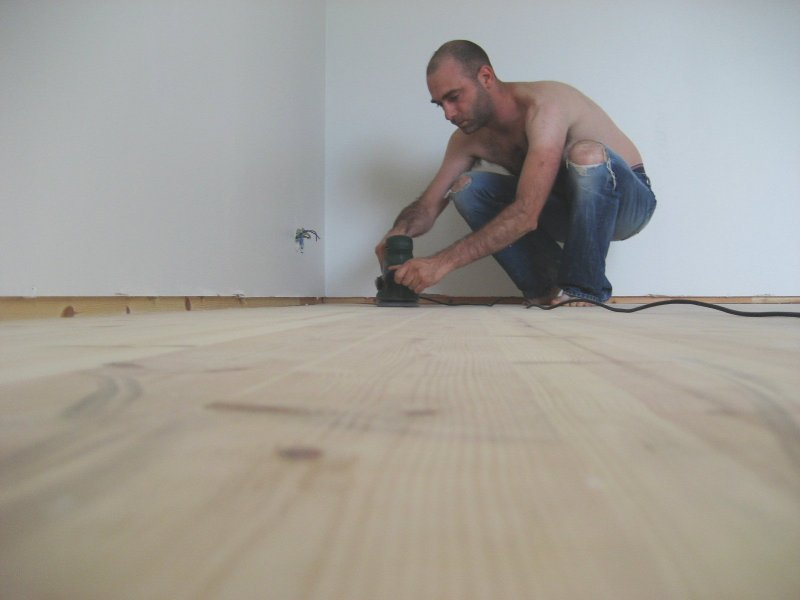 Polishing the wooden floor