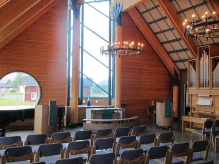 altar-of-the-church-of-akaslompolo-jpg